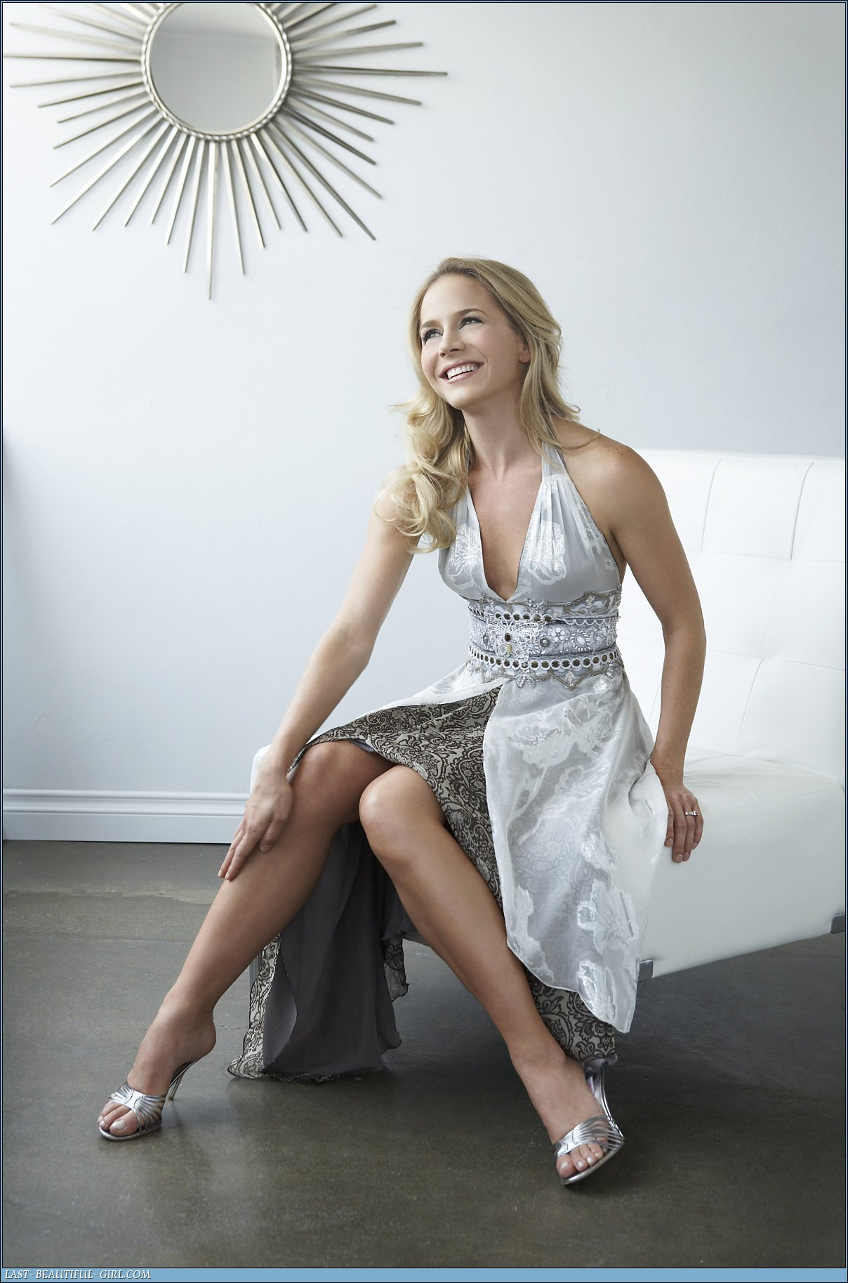 Julie-Benz-1137019.jpg